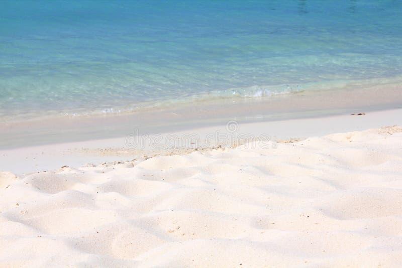 Caraïbisch strand op het eiland van Aruba stock foto's