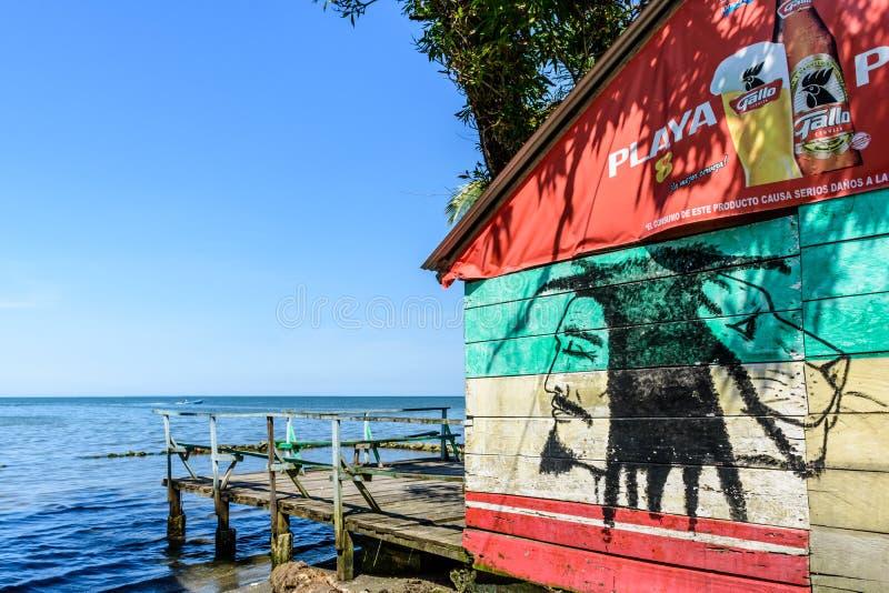 Caraïbische beachsidebar, Livingston, Guatemala royalty-vrije stock fotografie