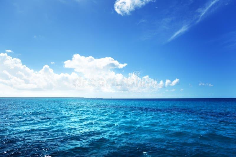 Caraïbische overzees en hemel stock fotografie
