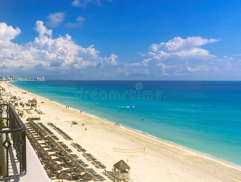 Caraïbische wateren van Cancun op de Golf van Mexico royalty-vrije stock foto