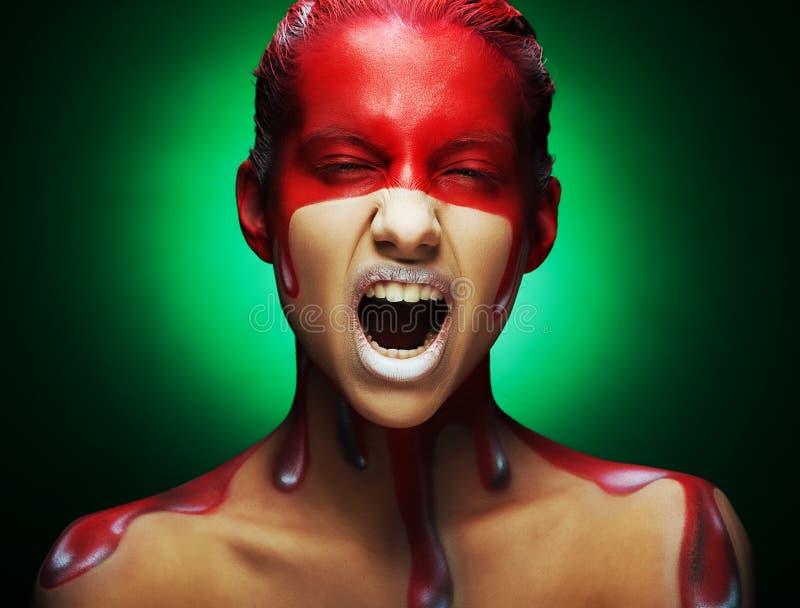 Cara-arte creativo, cierre de la mujer del youmg para arriba foto de archivo