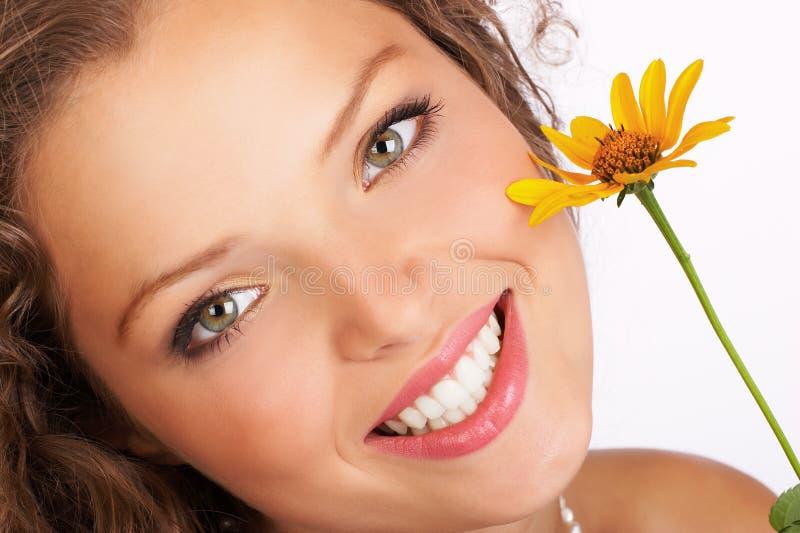 Cara atractiva de la mujer. foto de archivo