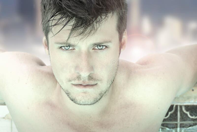 Cara atractiva del hombre joven imagen de archivo