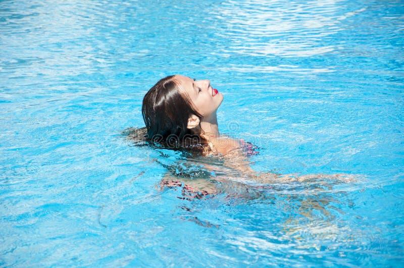 Caraïbische overzees dope Kuuroord in pool De zomervakantie en reis naar de Maldiven Het strand van Miami is zonnig swag meisje m stock foto's