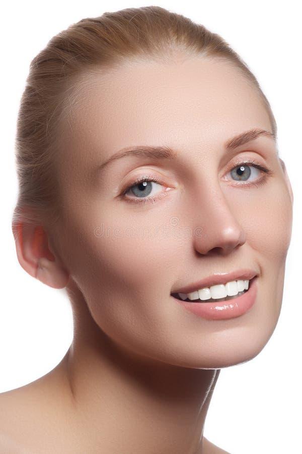 Cara bonita com pele fresca limpa Jovem mulher do retrato com fotografia de stock royalty free