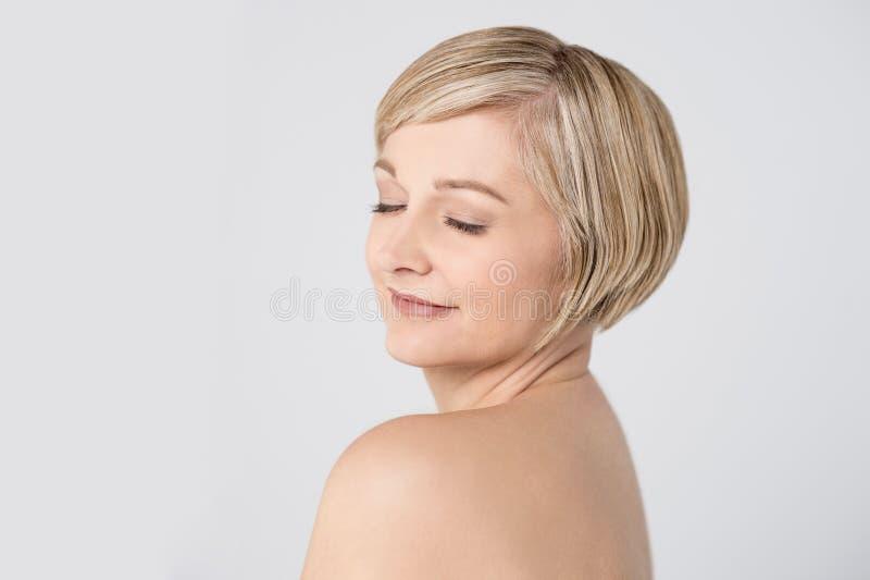 Cara bonita da mulher com pele limpa fotos de stock
