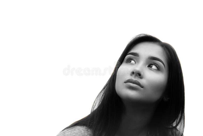 Cara bonita preto e branco da jovem mulher da raça misturada isolada fotografia de stock royalty free