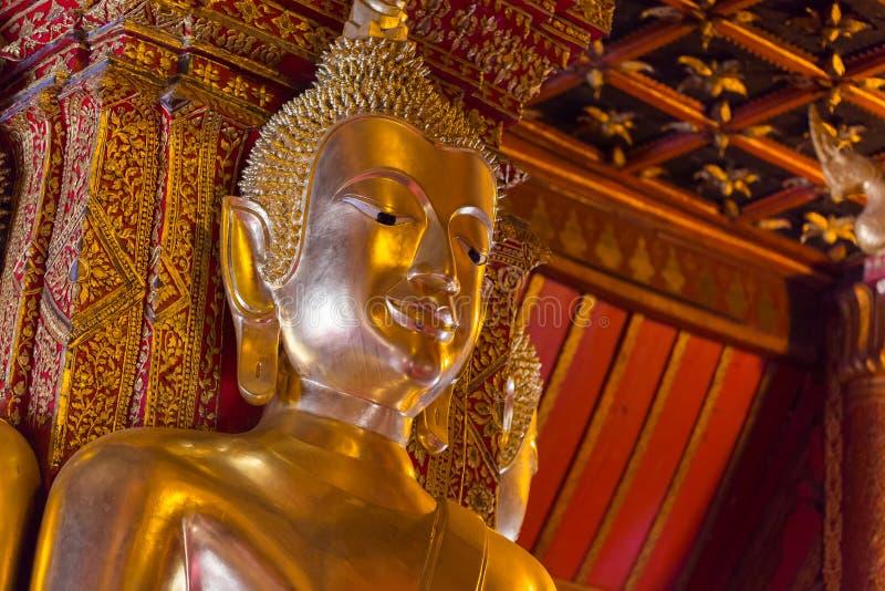 Cara budista dourada da estátua fotos de stock