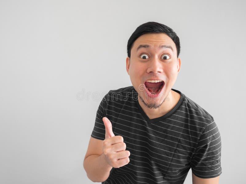 Cara chocada e surpreendida do ponto asiático do homem no espaço vazio imagem de stock royalty free