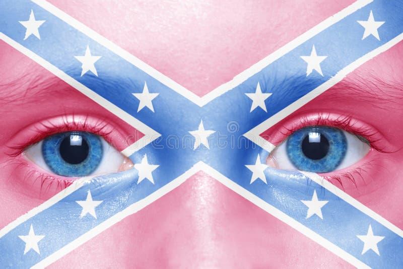 Cara com a bandeira confederada do jaque da marinha fotos de stock royalty free