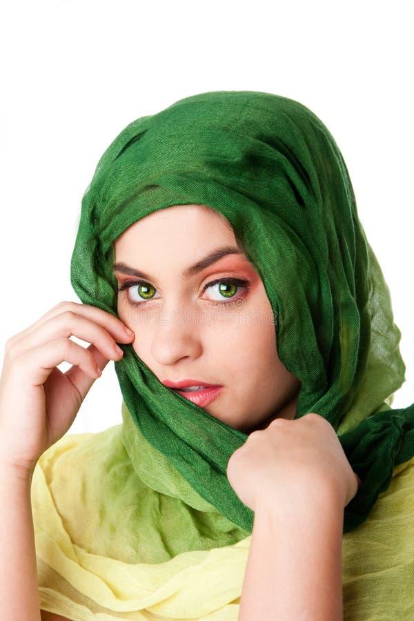 Cara con los ojos verdes y la bufanda fotografía de archivo