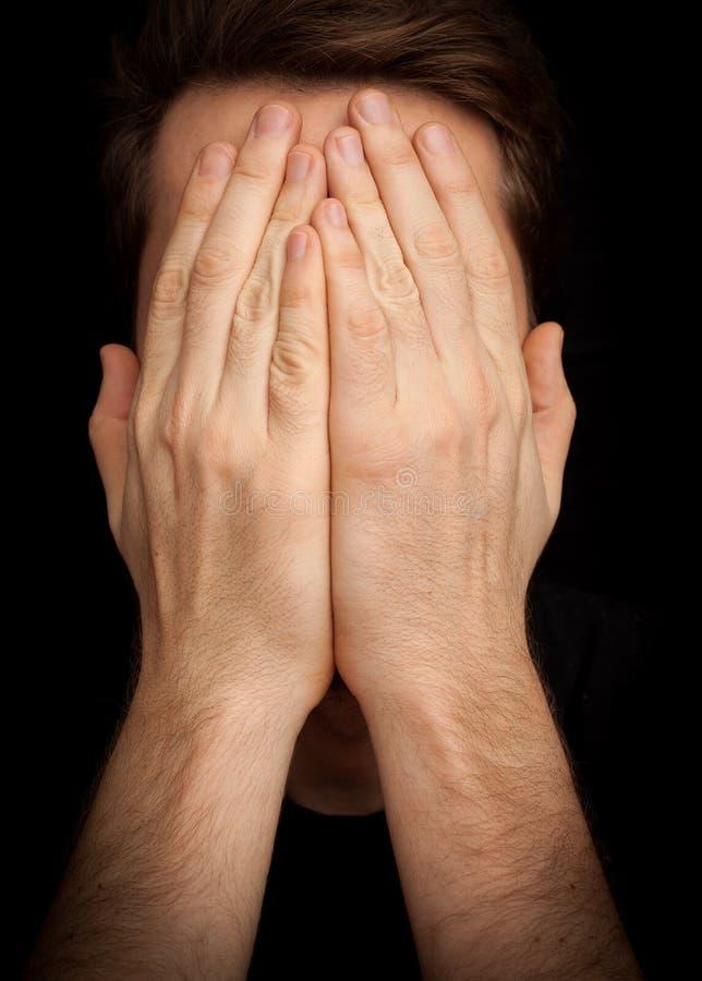 """Cara da coberta homem do †da depressão do """"com mãos foto de stock royalty free"""