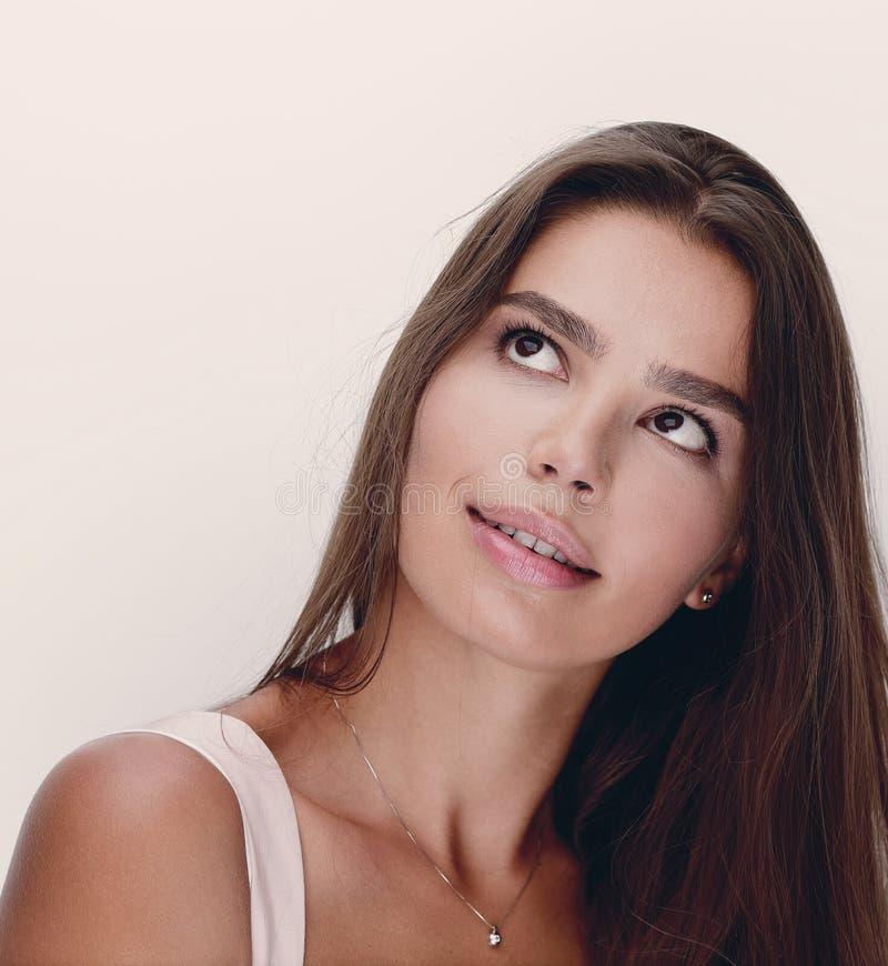 Cara da mulher bonita com composição clara fotos de stock