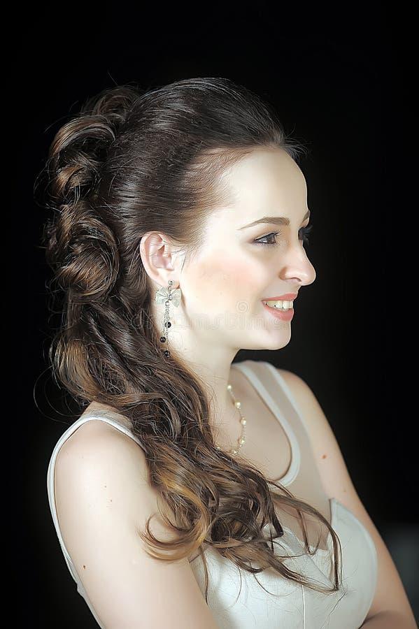 Cara da mulher bonita com penteado da forma fotografia de stock