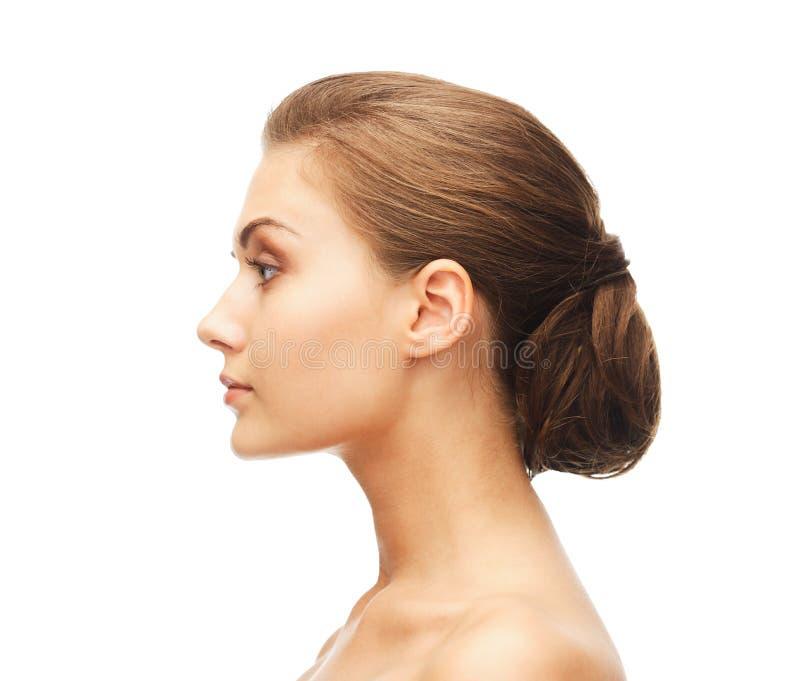 Cara da mulher com penteado bonito fotos de stock royalty free