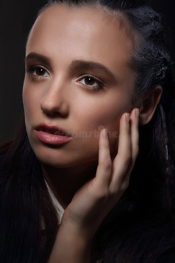 Cara da mulher pensativa meditativo nos sonhos fotos de stock royalty free