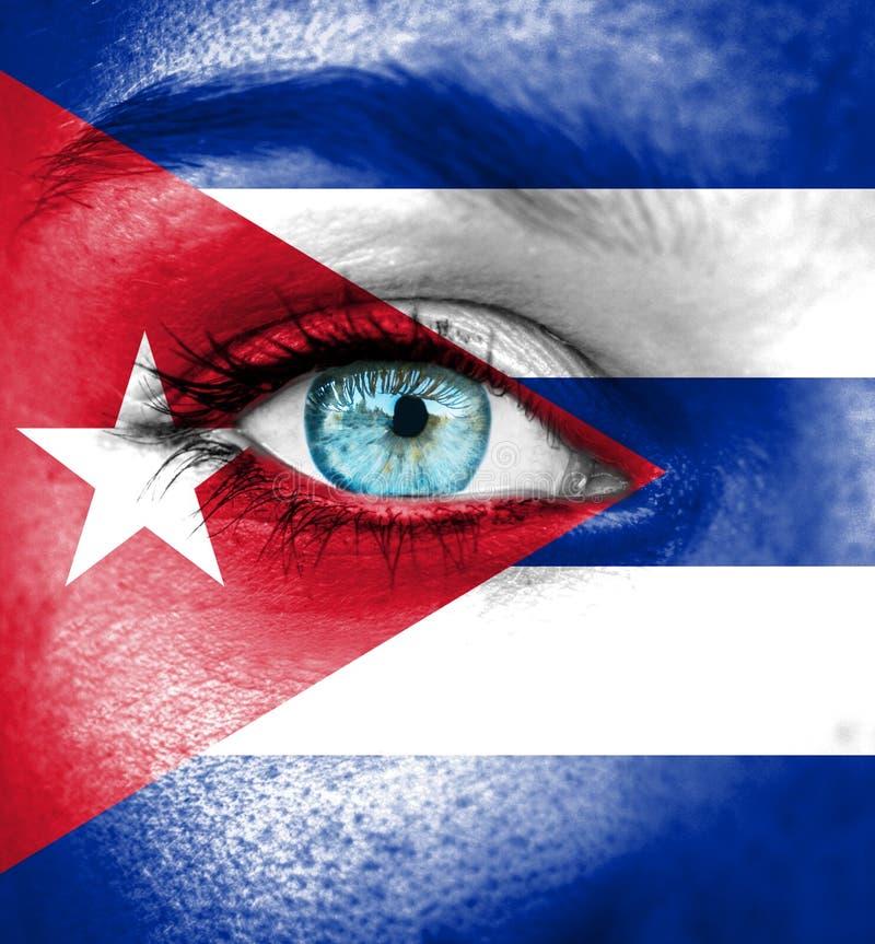 Cara da mulher pintada com a bandeira de Cuba fotos de stock royalty free