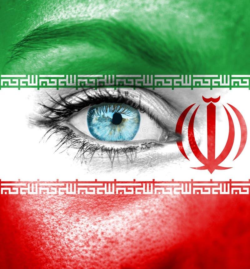 Cara da mulher pintada com a bandeira de Irã imagem de stock