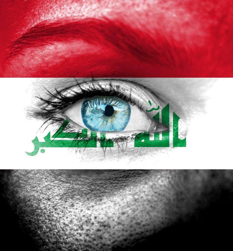 Cara da mulher pintada com a bandeira de Iraque imagem de stock