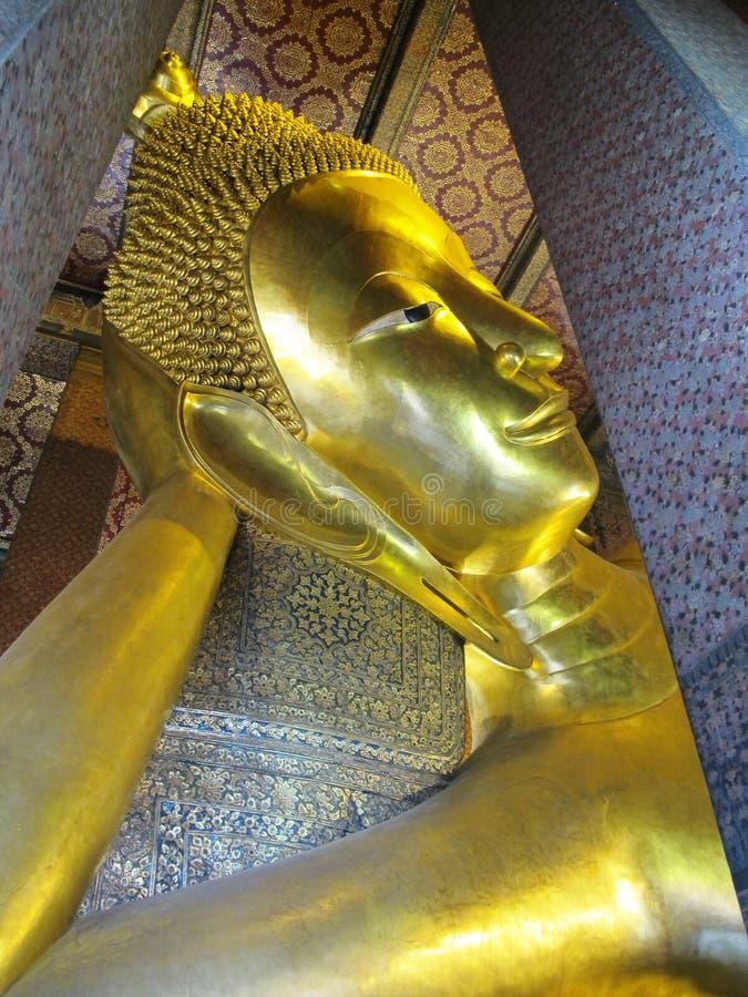 Cara de descanso de la estatua del oro de Buddha Wat Pho fotografía de archivo libre de regalías