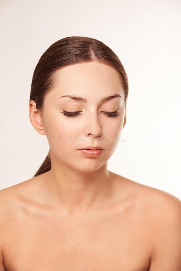 Cara de la cosmetolog?a de la belleza Retrato facial de la muchacha Crema e inyecci?n del Hydra Modelo femenino de la dermatolog? fotografía de archivo libre de regalías