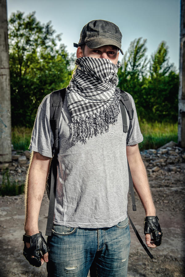 Cara de la cubierta del hombre con una bufanda imagen de archivo libre de regalías