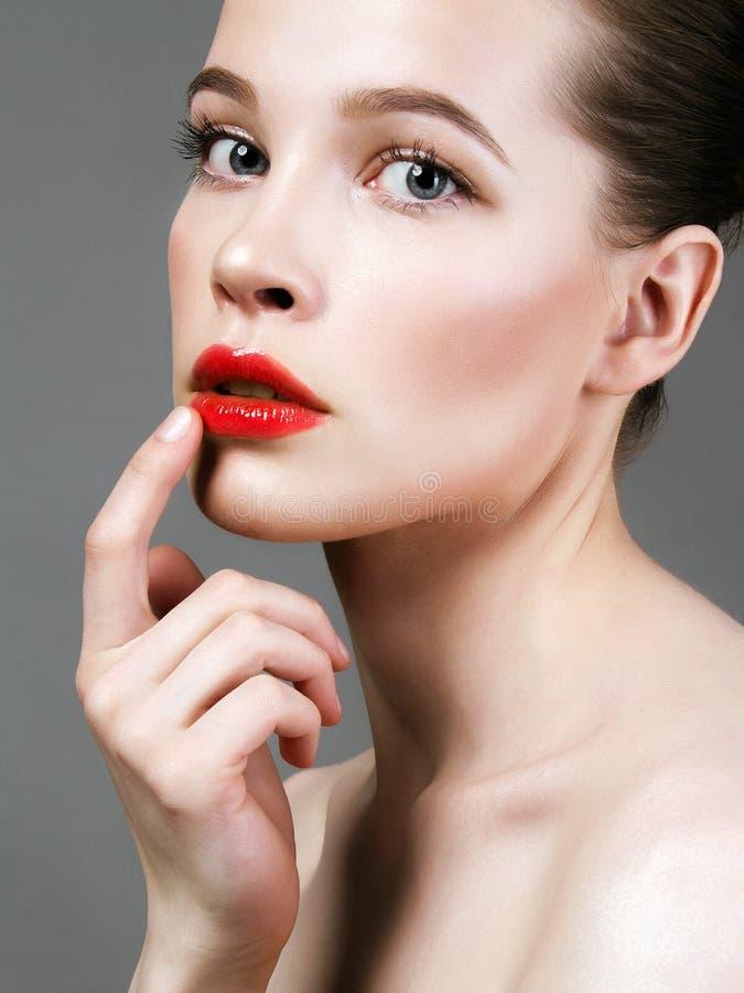 Cara de la hembra de la belleza Cuidados de la mujer para la piel de la cara fotos de archivo libres de regalías