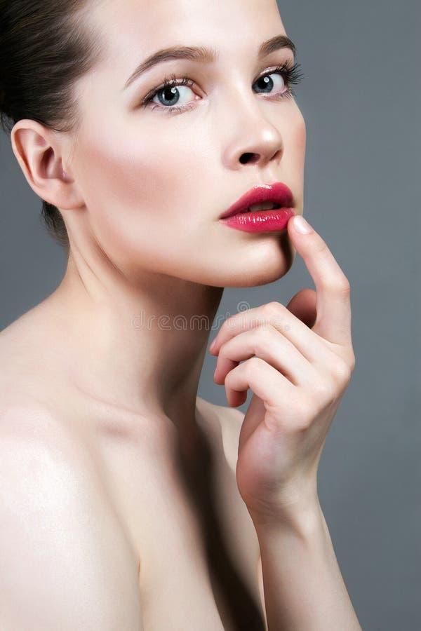 Cara de la hembra de la belleza Cuidados de la mujer para la piel de la cara imagenes de archivo