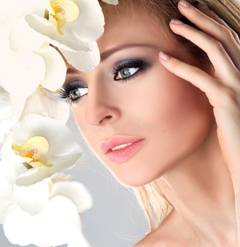 Cara de la hembra de la belleza imagen de archivo libre de regalías