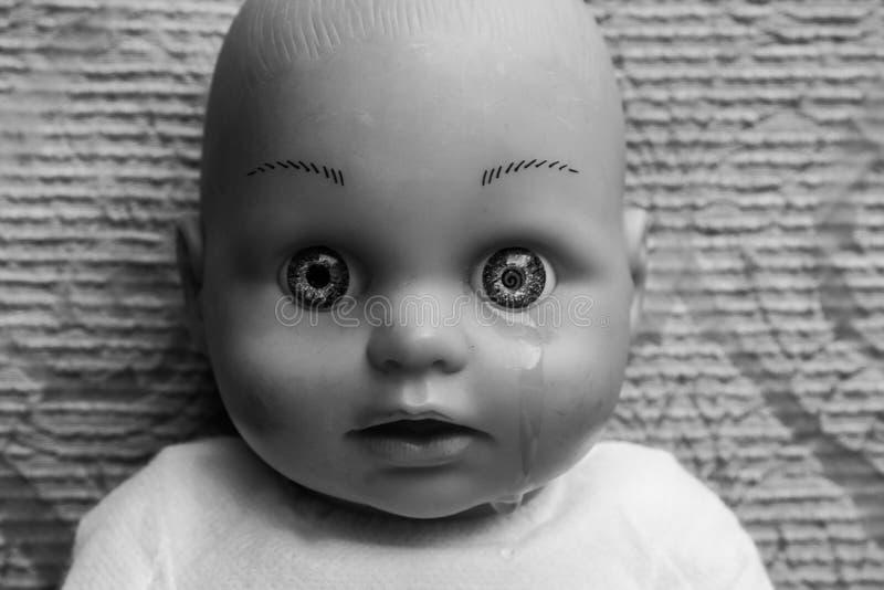 Cara de la muñeca con el rasgón fotos de archivo