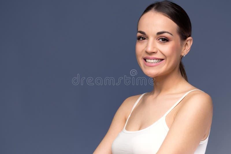 Cara de la mujer antes y después del procedimiento cosmético Cirugía plástica foto de archivo libre de regalías