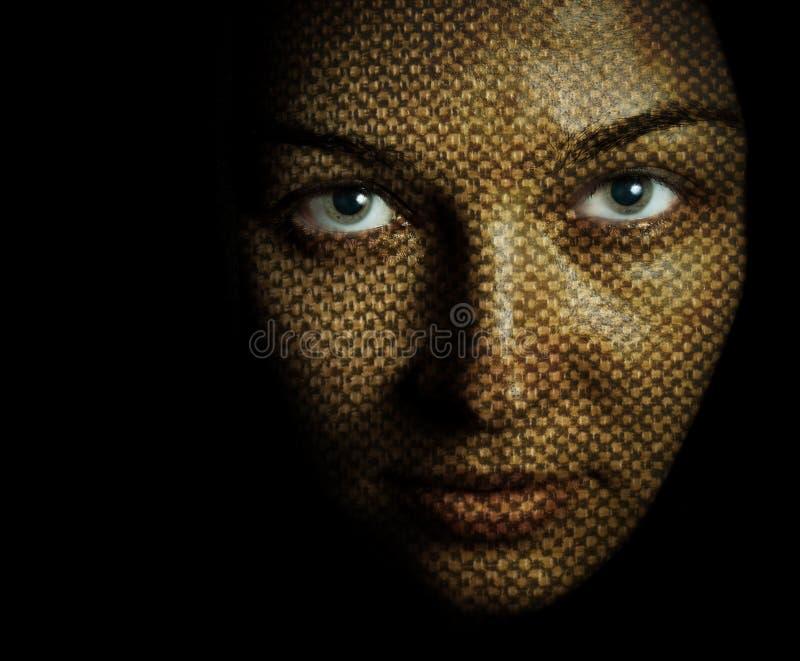 Cara de la mujer con la máscara textured de la piel imagen de archivo