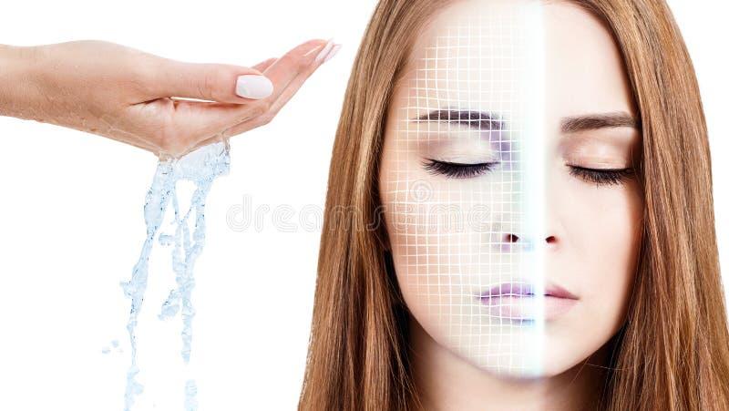 Cara de la mujer con rejilla de elevación y agua de colada a disposición foto de archivo