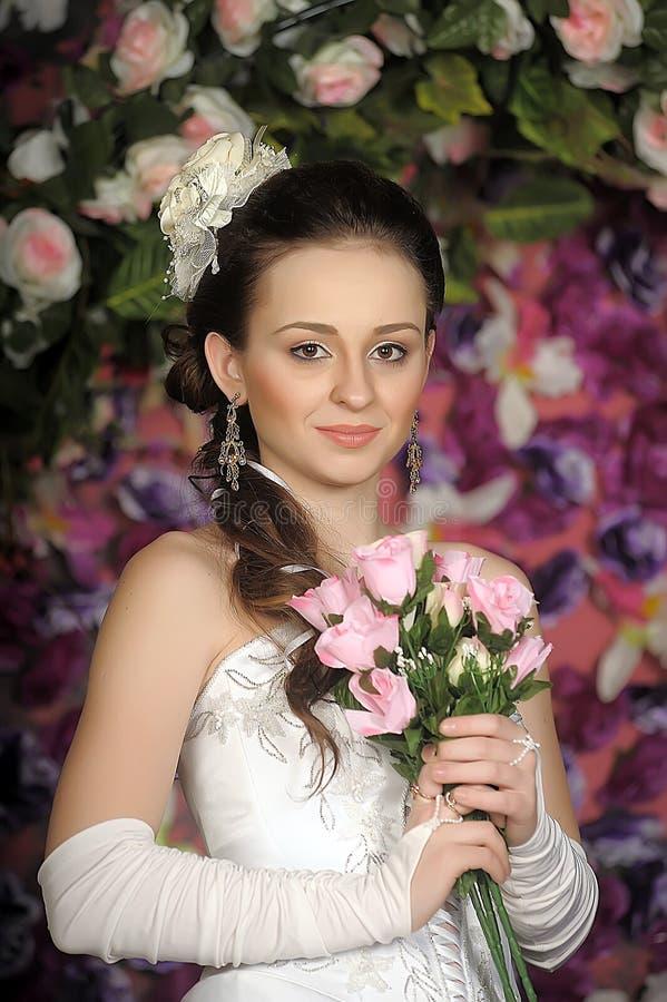Cara de la mujer hermosa con el peinado de la moda imágenes de archivo libres de regalías