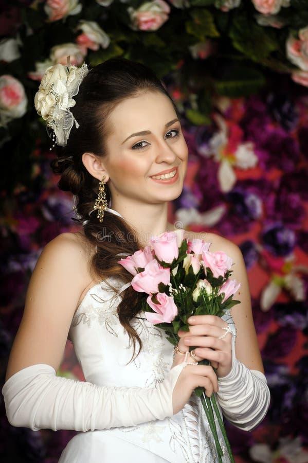 Cara de la mujer hermosa con el peinado de la moda fotos de archivo libres de regalías