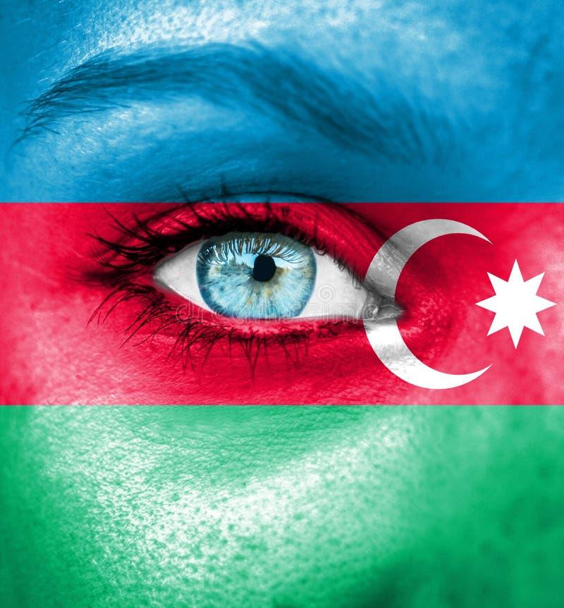 Cara de la mujer pintada con la bandera de Azerbaijan foto de archivo libre de regalías