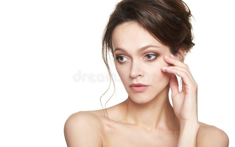 Cara de mulher bonita Modelo bonito com pele saudável fotografia de stock