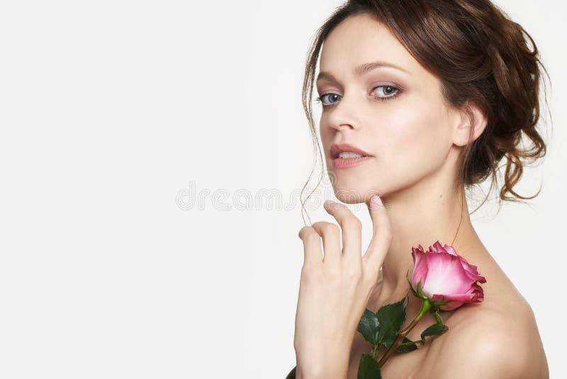 Cara de mulher bonita Modelo bonito com pele saudável imagem de stock