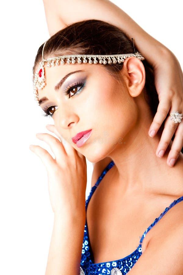 Cara de Oriente Medio de la belleza del maquillaje con las manos imagenes de archivo