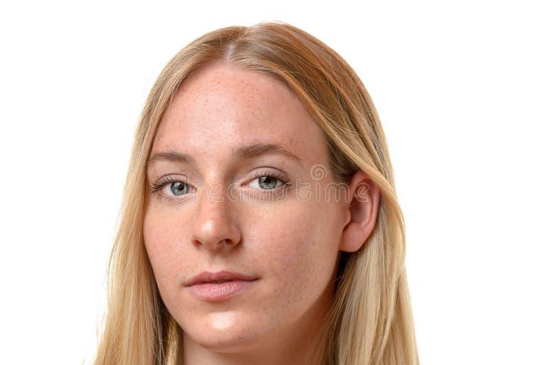 Cara de uma mulher loura séria atrativa fotos de stock royalty free