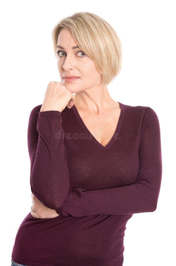 Cara de uma mulher mais idosa triste isolada no branco. foto de stock royalty free