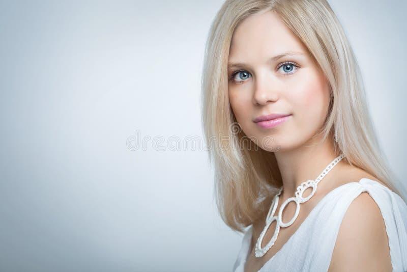 Cara de una mujer hermosa fotografía de archivo libre de regalías