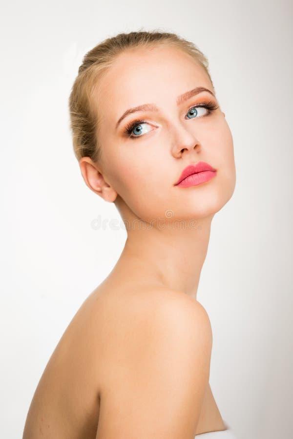 Cara de una mujer joven hermosa foto de archivo