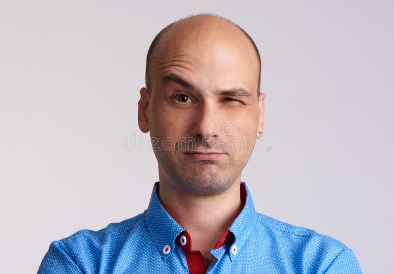 Cara del hombre con la ceja aumentada imagen de archivo libre de regalías