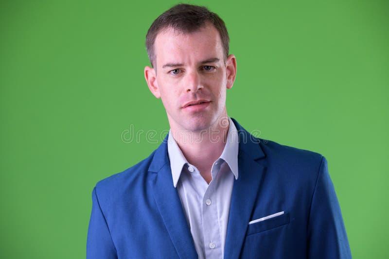 Cara del hombre de negocios en el traje que mira la cámara foto de archivo libre de regalías