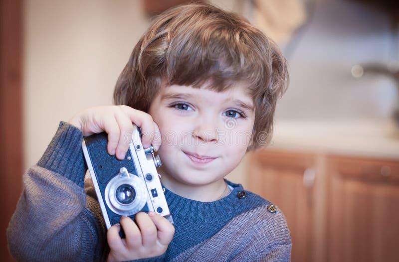 Cara del niño pequeño, diversión, cámara, cierre para arriba imagen de archivo libre de regalías