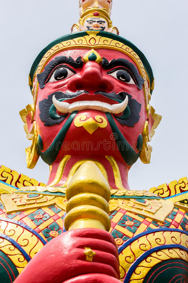 Cara do guardião vermelho do demônio no templo tailandês em Malásia fotografia de stock