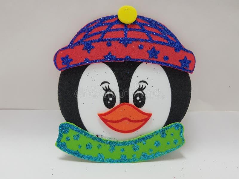 cara do pinguim, com Red Hat e o lenço verde fotos de stock