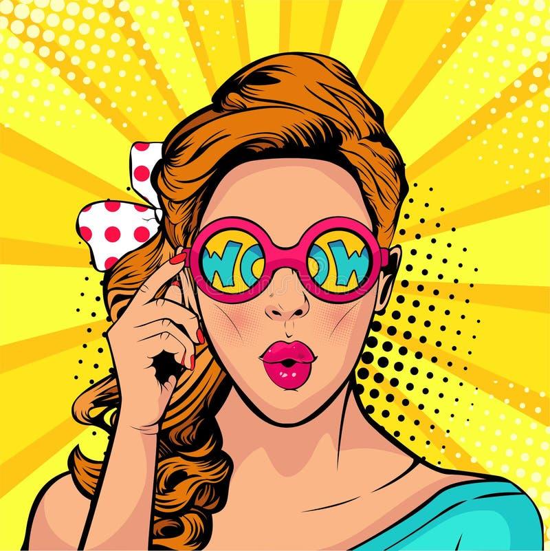 Cara do pop art do wow da boca aberta surpreendida da mulher que guarda óculos de sol em sua mão com inscrição uau na reflexão ilustração do vetor