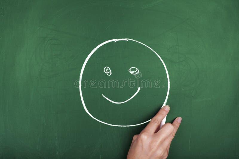 CARA do SMILEY no QUADRO-NEGRO imagens de stock